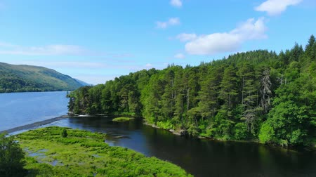 ecosse : Amazing landscape with creeks and lakes in the Scottish Highlands - romantic aerial view