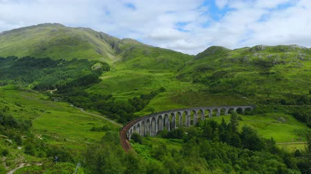 geologia : Famous Glenfinnan viaduct at Loch Shiel in Scotland