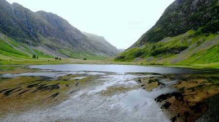 geologia : Glencoe valley in the highlands of Scotland - aerial drone footage Wideo