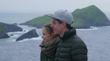 感動 : Couple is impressed by the stunning landscape of Ireland