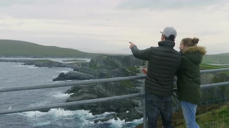 感動 : Two friends are impressed by the stunning scenery of Kerry Cliffs 動画素材