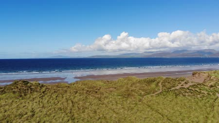 atlântico : Flight over Rossbeigh beach on a sunny day