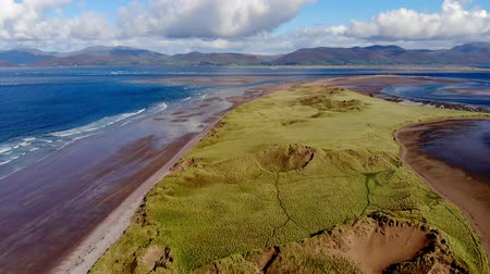 gramíneo : The grassy dunes at the Irish west coast from above