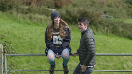 atlântico : Couple travels through Ireland Vídeos