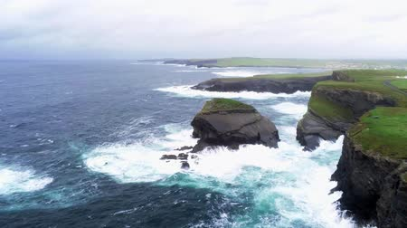 irlanda : Flight over the rough west coast of Ireland