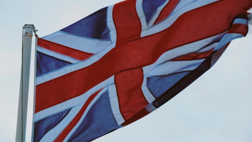 cornualha : Flag of Great Britain waving in the wind on the English Coast Vídeos
