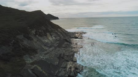maravilhoso : Flight along the cliffs of Cornwall - wonderful aerial view over the landscape Stock Footage