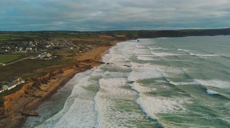 venkovský : Flight over the rocky coast of Cornwall in England - amazing landscape
