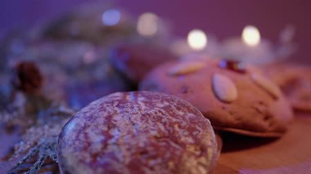 pão de especiarias : Gingerbread the famous German lebkuchen for Christmas Stock Footage