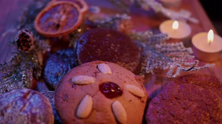 изюм : Gingerbread the famous German lebkuchen for Christmas Стоковые видеозаписи