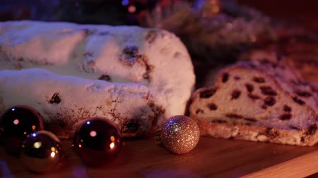 изюм : Christmas stollen the famous Christmas cake for holidays Стоковые видеозаписи