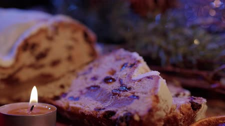 изюм : The traditional Christmas cake from Germany the famous stollen