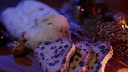 jídla : Close up shot of Christmas stollen