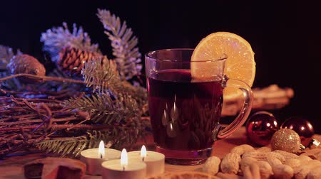 rodzynki : Glass of hot and spiced Christmas punch mulled wine