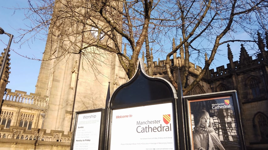 english : Manchester Cathedral most important church in the city - MANCHESTER, ENGLAND - JANUARY 1, 2019