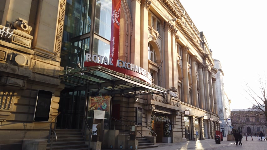 bretanha : Royal Exchange Theatre in Manchester - MANCHESTER, ENGLAND - JANUARY 1, 2019 Vídeos