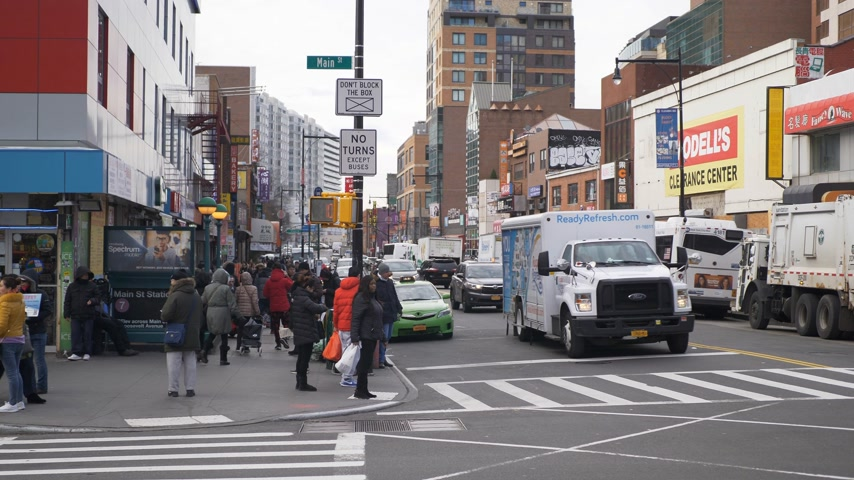 canto : New York street corner in Flushing Stock Footage