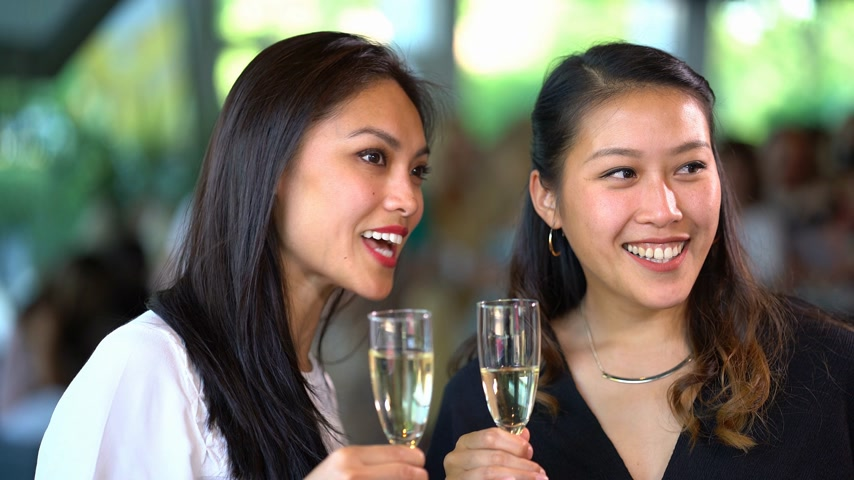 exclusivo : Two Asian girls drink champagne on a party - exclusive event