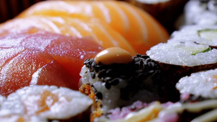 нигири : Japanese Sushi - close up turntable shot