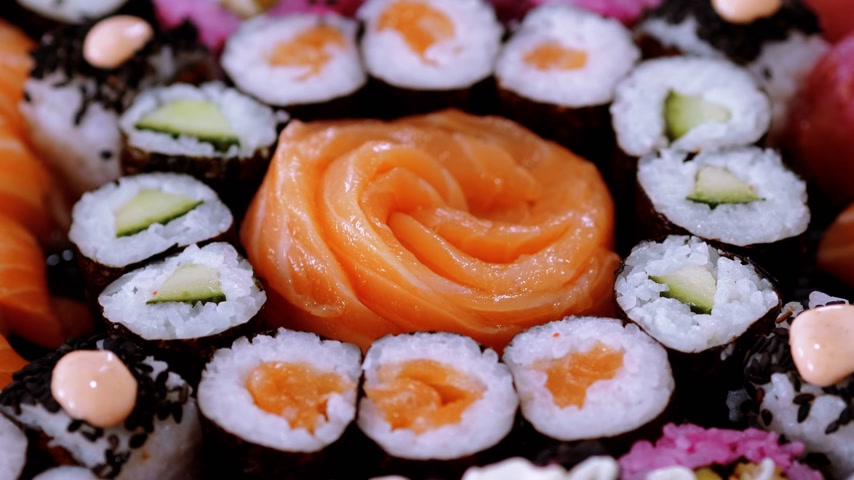 heathy : Salmon Sashimi and Sushi rolls