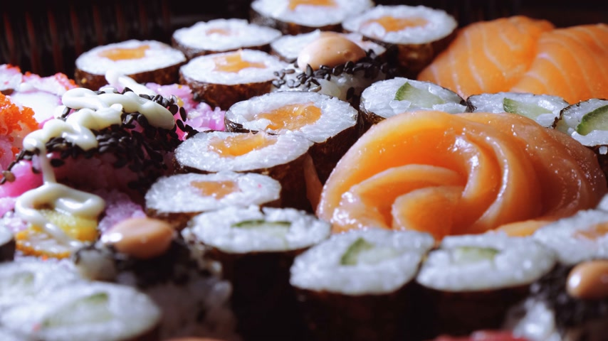 ketjap : Fresh Sushi rolls- close up shot Stockvideo