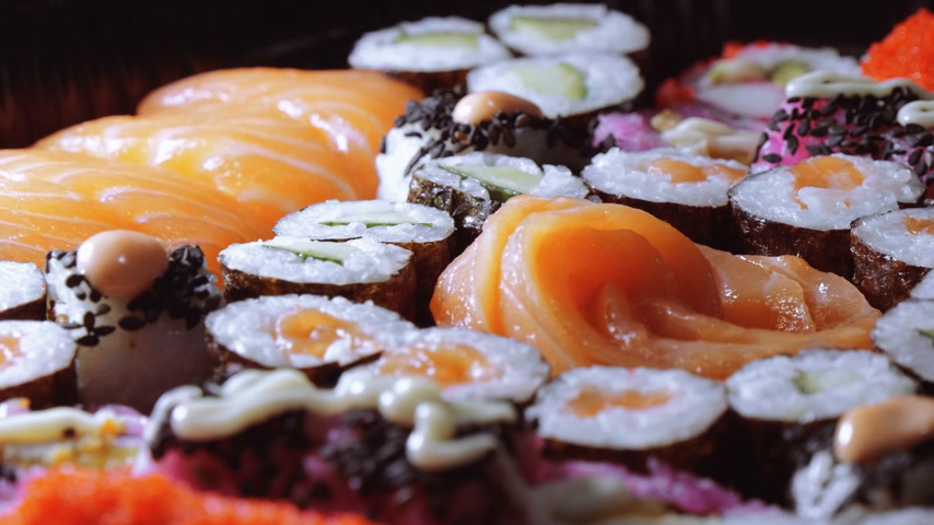 garnélarák : Close up shot of fresh Sushi on a plate Stock mozgókép