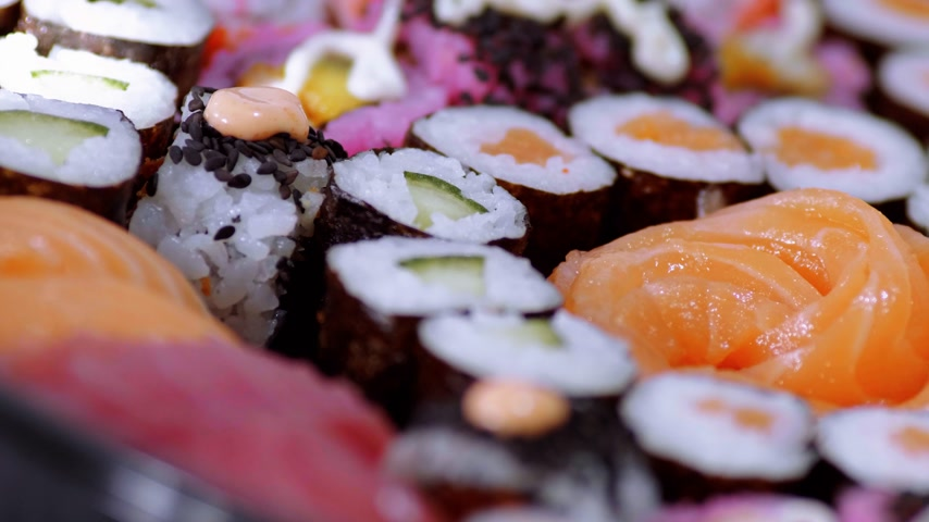 sushirestaurant : Selection of freshly made Sushi pieces on a plate