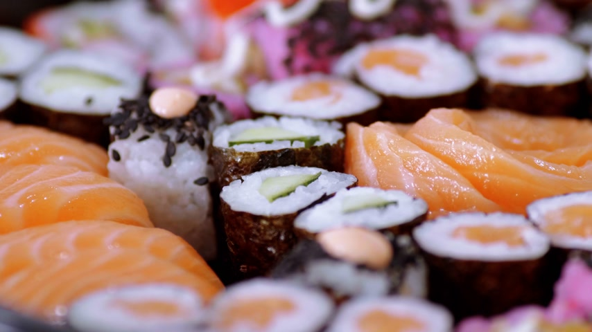 exclusivo : Close up of freshly made Sushi on a plate Stock Footage