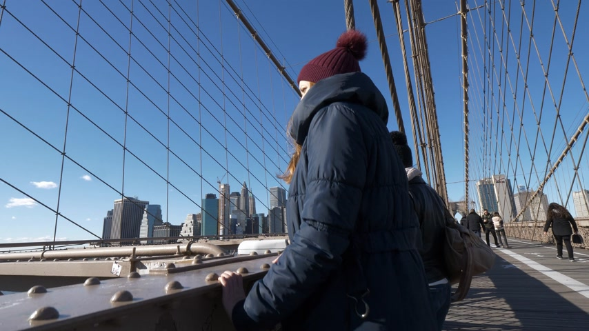 apple park : A walk with a view over famous Brooklyn Bridge New York
