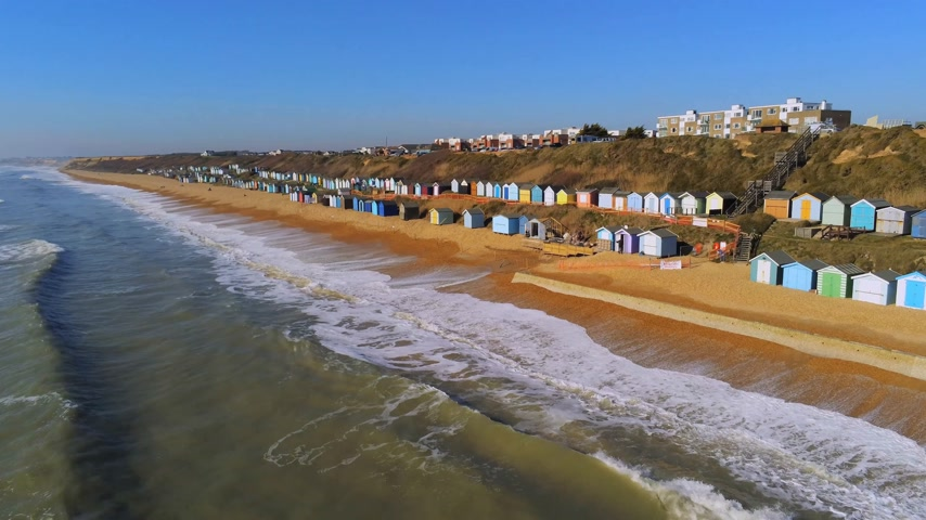 chata : Flight over the English south coast with its colorful huts