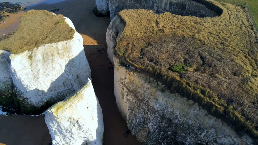 tag : The famous white chalk rocks at the English coast