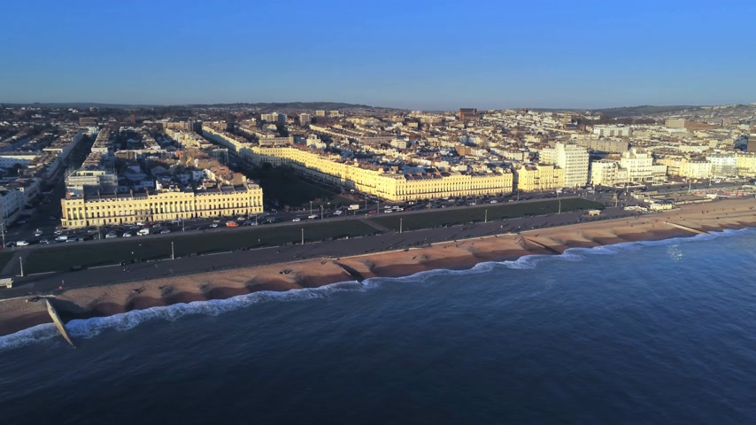 seixos : City of Brighton at the south coast of England from above Stock Footage