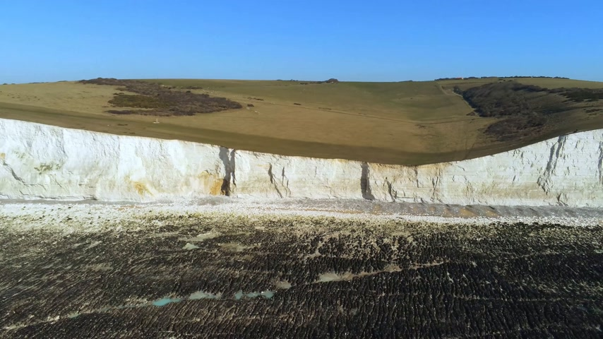 erodida : Seven Sisters coastline in England with its white cliffs