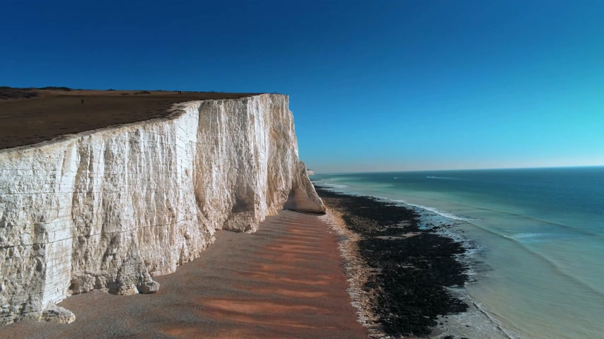 erodált : Flight over the white cliffs of Beachy Head and Seven Sisters in England