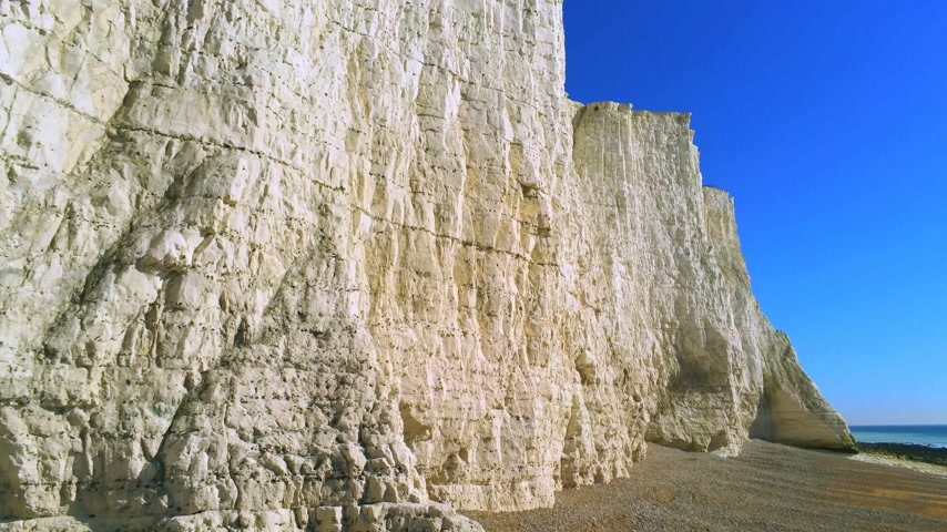 erodált : Seven Sisters coastline in England with its white cliffs