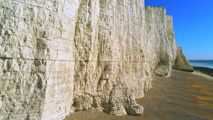 小石 : Flight over the white cliffs of Beachy Head and Seven Sisters in England