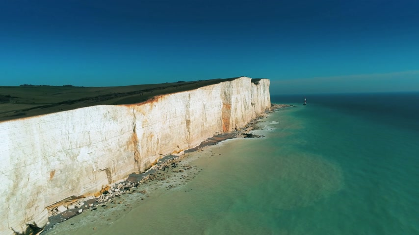 latarnia morska : Flight over the white cliffs of Beachy Head and Seven Sisters in England