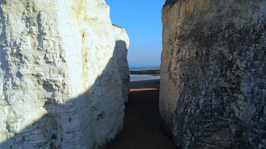 mossy : White cliffs and chalk rocks at Botany Bay England Stock Footage