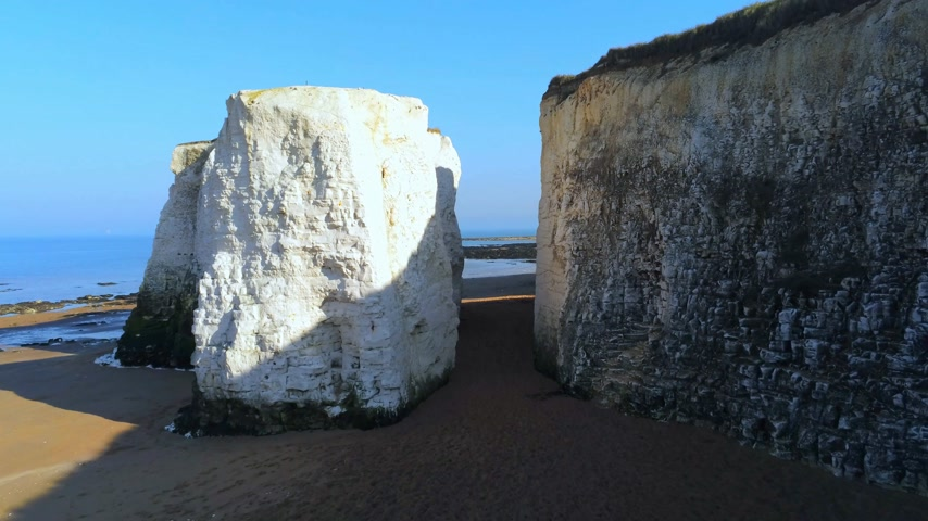 английский парк : White cliffs and chalk rocks at Botany Bay England Стоковые видеозаписи