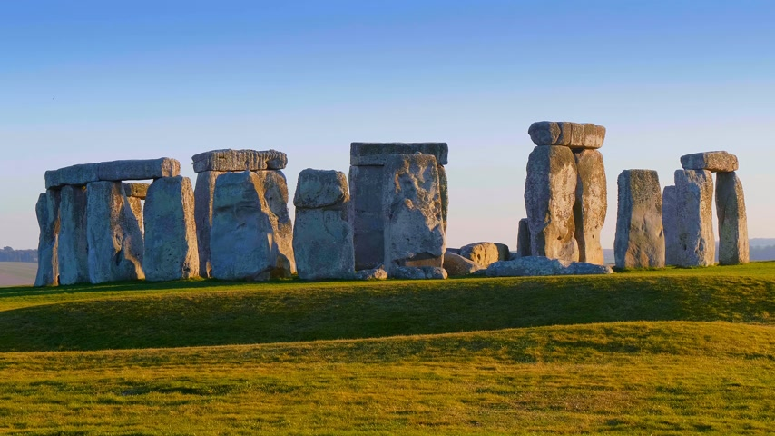доисторический : Stonehenge is a mystical place in England