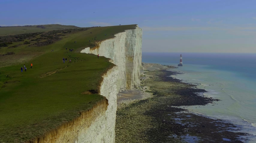 język angielski : The white cliffs of Seven Sisters at the south coast of England
