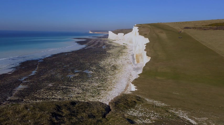 eroded : The white cliffs of Beachy Head and Seven Sisters at the south coast of England