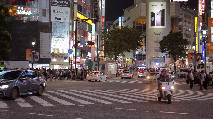 shinto : Shibuya street view at night - a busy district in Tokyo- TOKYO, JAPAN - JUNE 12, 2018