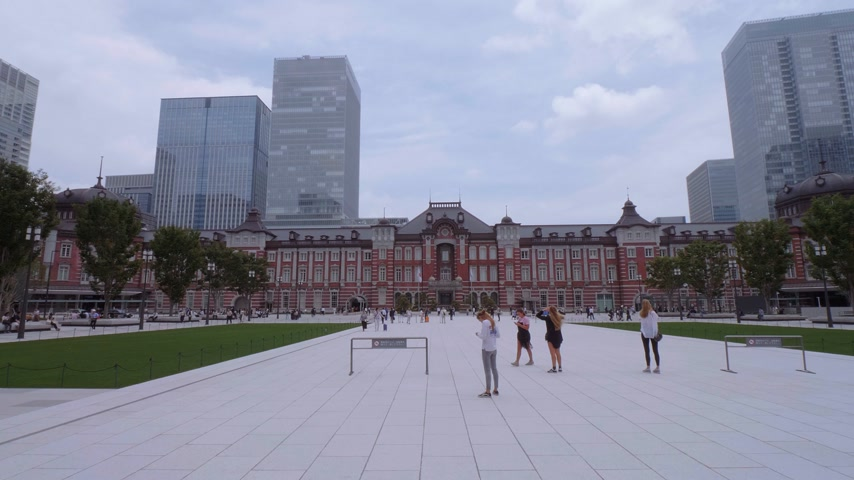 japonská kultura : Tokyo Station - the huge central station in the city - TOKYO, JAPAN - JUNE 12, 2018