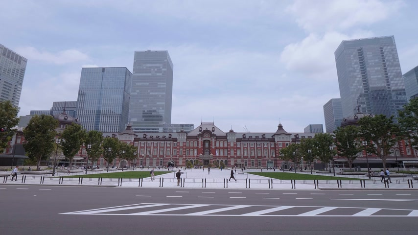 神社 : Tokyo Station - the huge central station in the city - TOKYO, JAPAN - JUNE 12, 2018