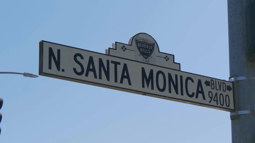 exclusivo : Placa de calle Santa Monica Boulevard en Beverly Hills - CALIFORNIA, EE.UU. - 18 de marzo de 2019 Archivo de Video
