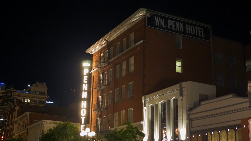 embarcadero : Penn Hotel at Gaslamp Quarter San Diego by night - CALIFORNIA, USA - MARCH 18, 2019 Stock Footage