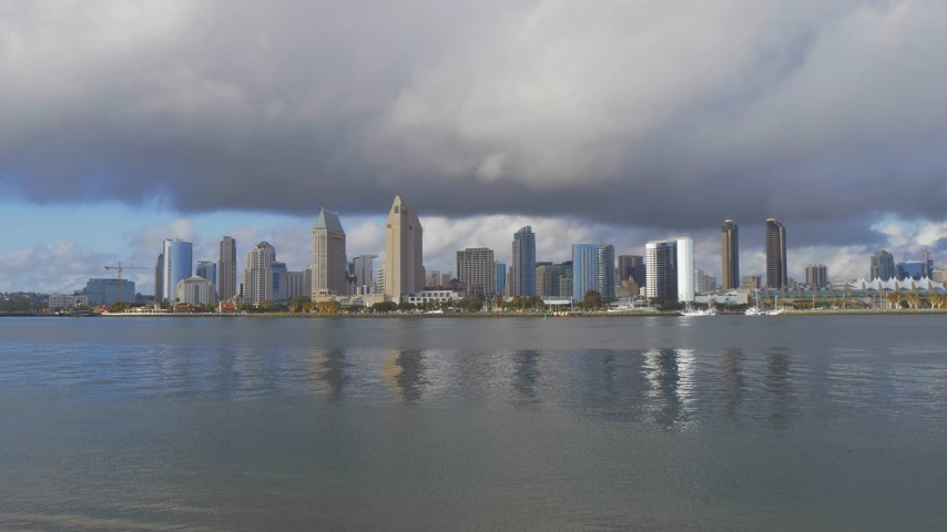 barışçı : Skyline of San Diego on a sunny day