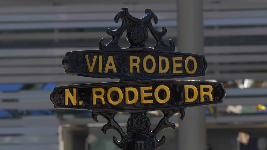 exclusivo : Signo de la calle Via Rodeo en Rodeo Drive en Beverly Hills - CALIFORNIA, EE.UU. - 18 de marzo de 2019 Archivo de Video