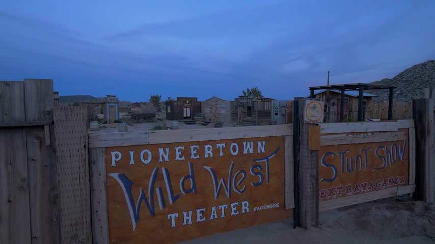 resmedilmeye değer : Pioneertown Wild West Theater in the evening - CALIFORNIA, USA - MARCH 18, 2019 Stok Video